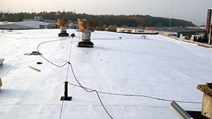 PLASTFOIL® secures a roof of a car service and tyre center in Estonia